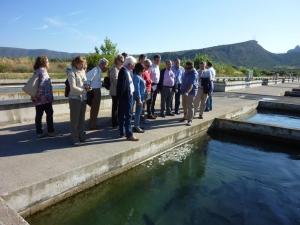 Foto del grupo visitando la piscifactoría Truchas del Cinca