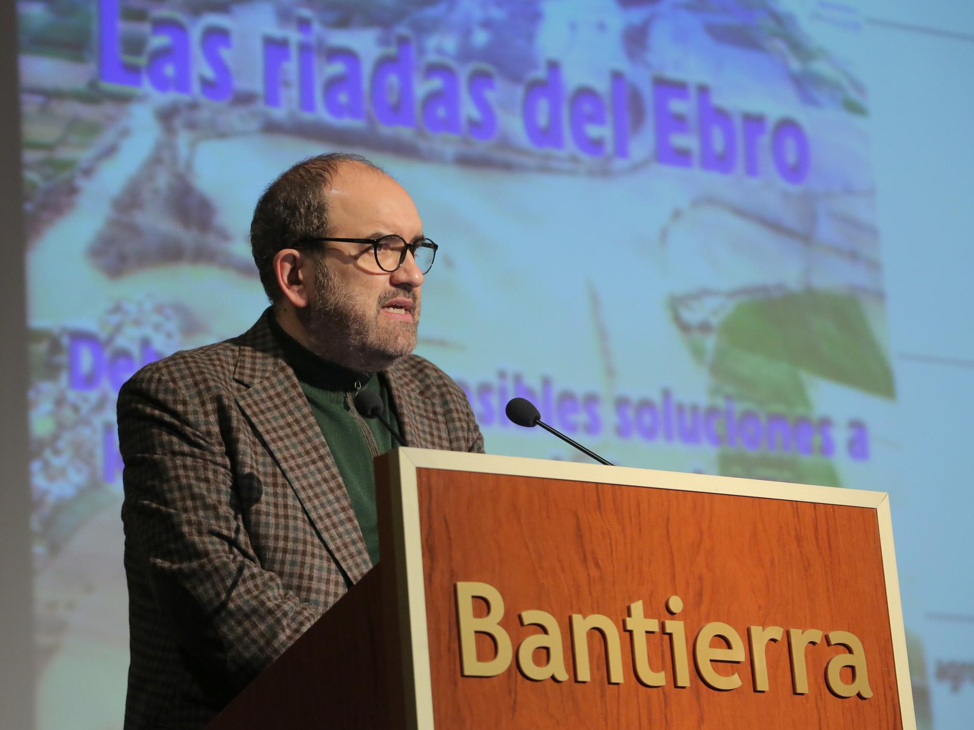D.Juan Barbacil, comunicador de la AAA