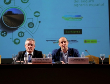 D. Joaquín Olona Blasco, Consejero de Desarrollo Rural y Sostenibilidad del Gobierno de Aragón y D. Javier Hermosilla, Presidente del COITA Aragón