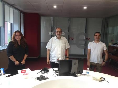 Del campo a la mesa. Ignacio Oliván, con Juan Barbacil y Sandra Garijo en RNE. Colegio de Ingenieros Agrónomos de Aragón, Navarra y País Vasco