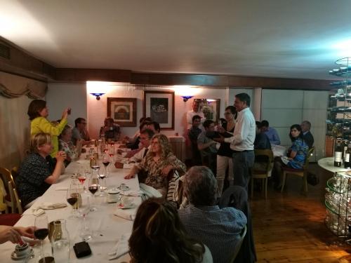 Entrega del detalle por los 25 años de colegiación a Lourdes Arizón