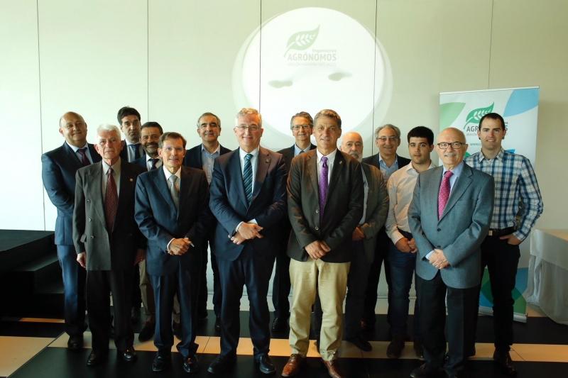 Foto del grupo de los homenajeados y premiados